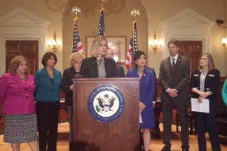 House Democrats (and Dree!) Call on Obama to End Family Detention